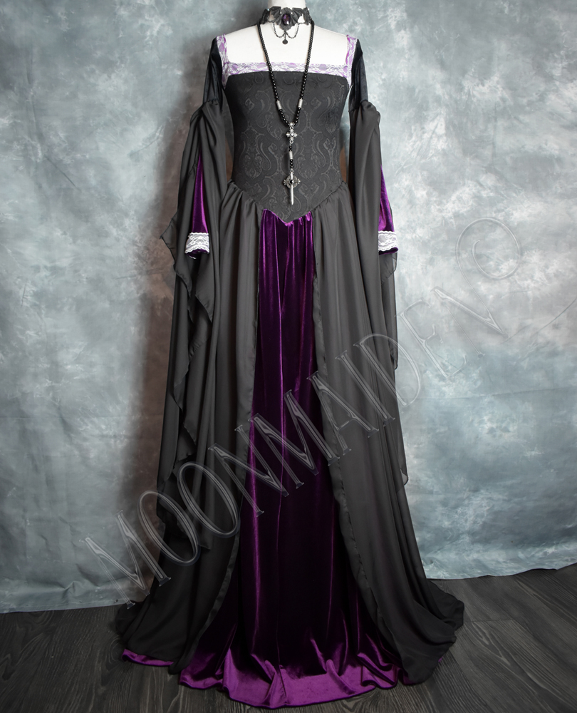 MoonMaiden Gothic Clothing - Lily Munster Nightgown sneaky!