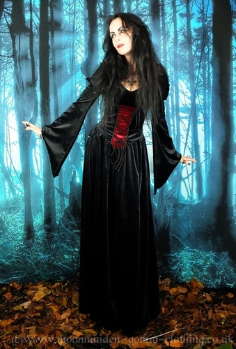 Lady Elwyn Bathory Gown - SALE