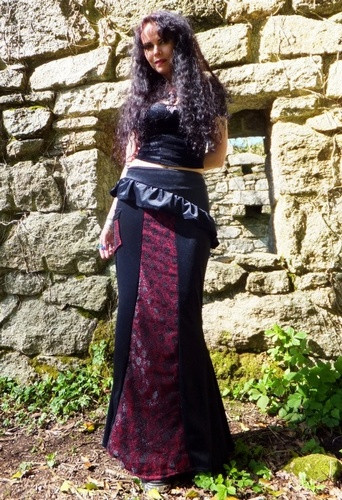 "Perfidia Ultimia Skirt 8-10 5'5"" Black and Claret"